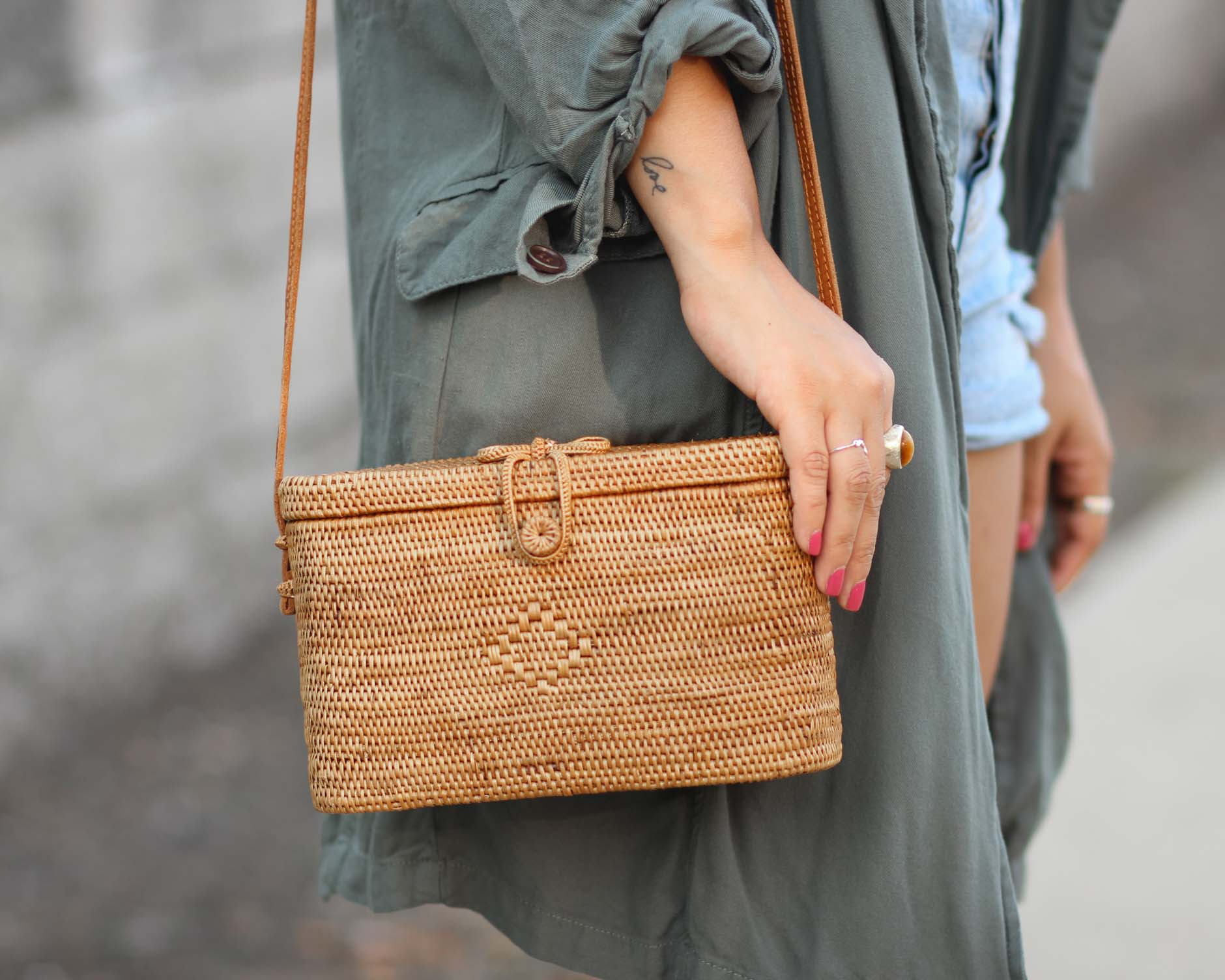 lifestyle blogger naty michele showing close up of basket bag