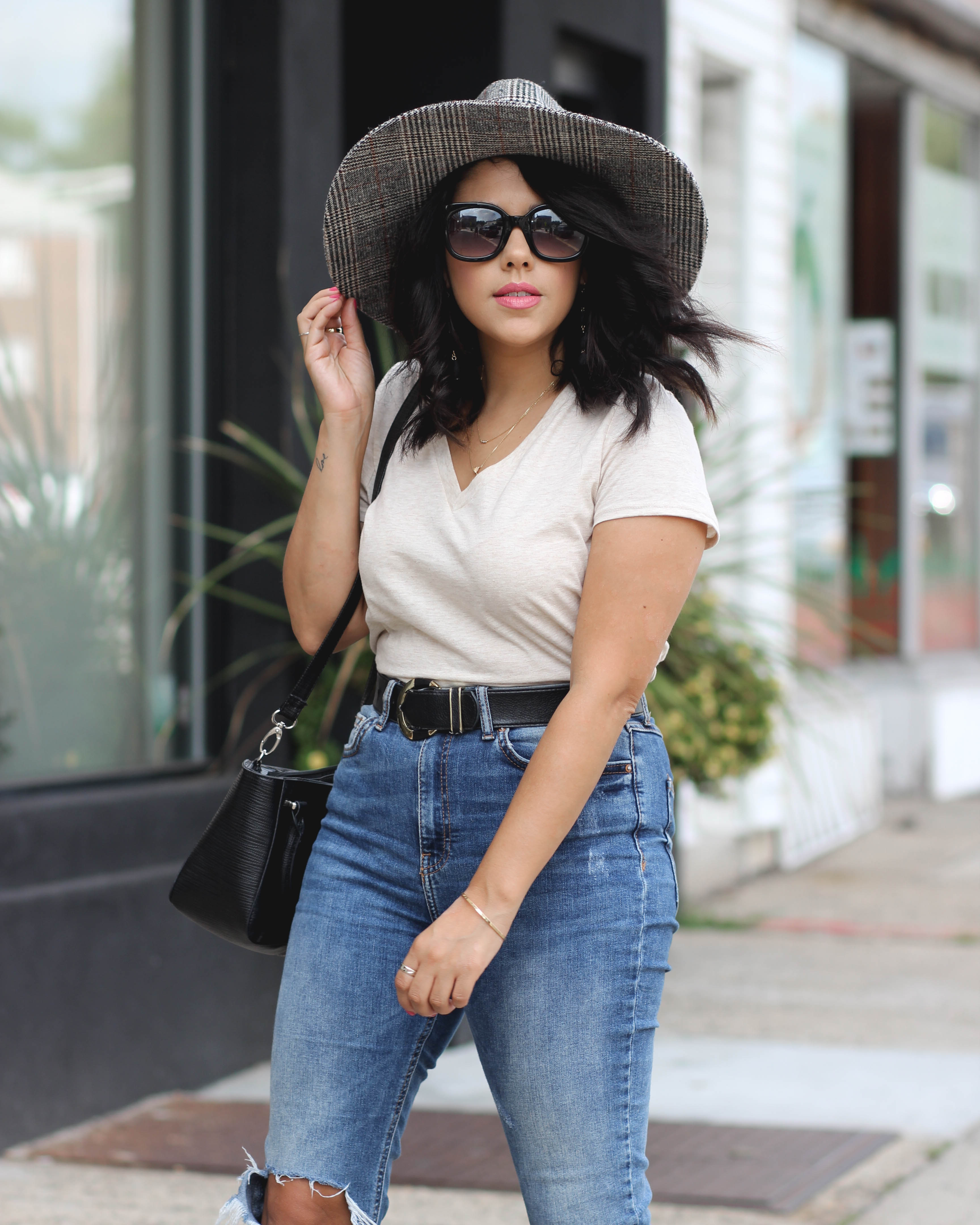 lifestyle blogger naty michele wearing wide brim hat walking