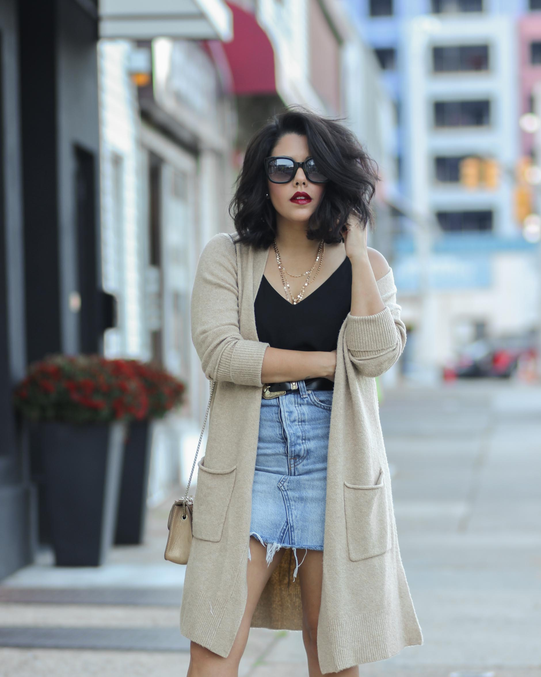 style blogger naty michele wearing a camel oversized cardigan