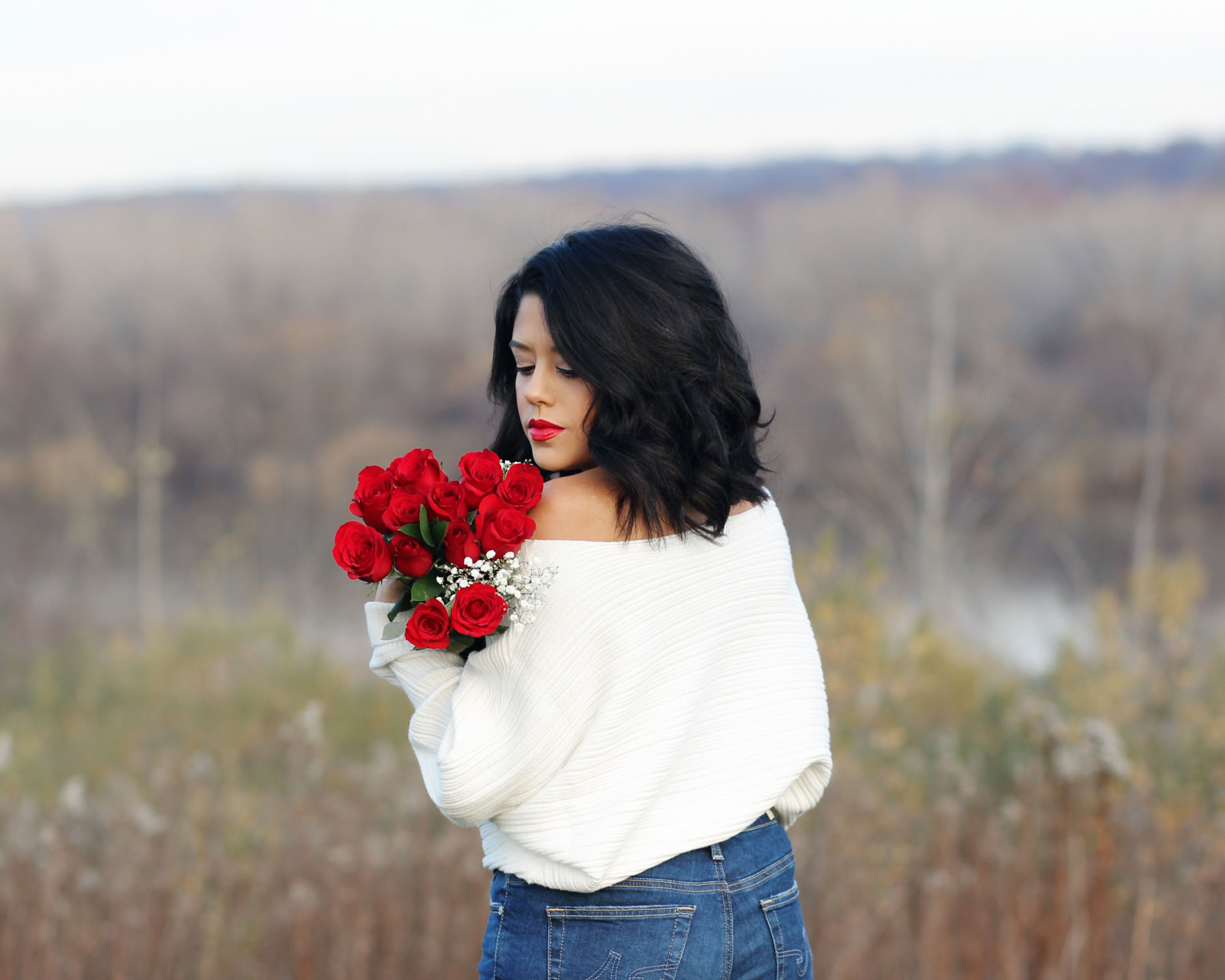 lifestyle blogger naty michele holding red roses