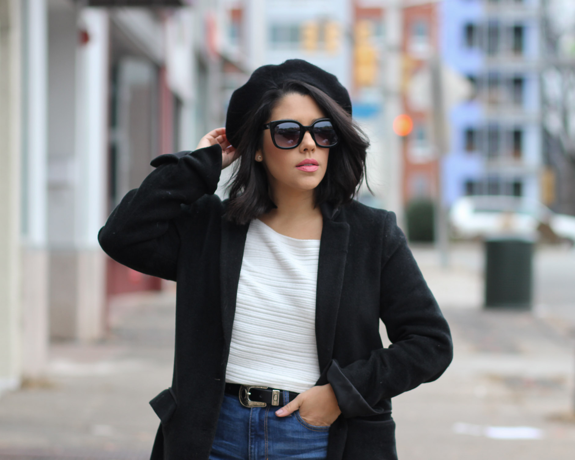 lifestyle blogger naty michele wearing a beret with a sweater and black coat